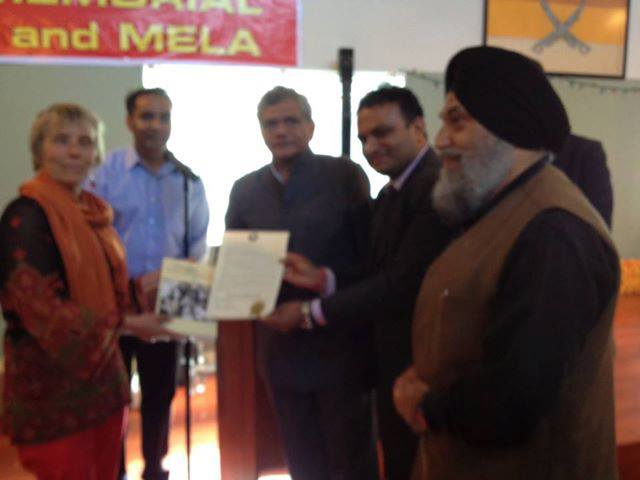 Dr. Johanna Ogden presenting a copy of proclamation passed by the Mayor of Astoria, Oregon State in America designating 2013 as a celebration of the Centenary of the Founding of the Ghadar Party in Astoria, in 1913 where it all began to Dr. Jaspal Singh Vice Chancellor Punjabi University Patiala at the Yugantar Ashram San Francisco to day on July 13, 2013